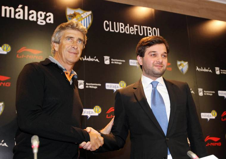 Pellegrini (left, at his presentation as Málaga coach) has always thrived on strong club backing. Photo: Málaga CF.