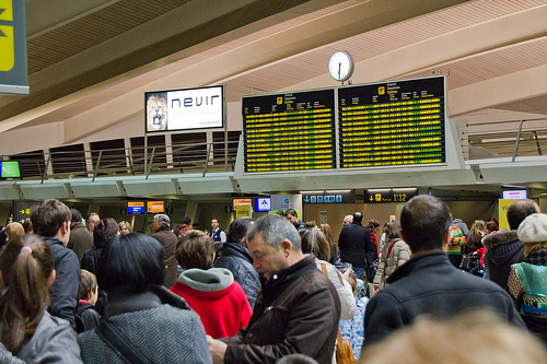 Frustrated travellers in Bilbao airport on December 4. Photo: agirregabiria.