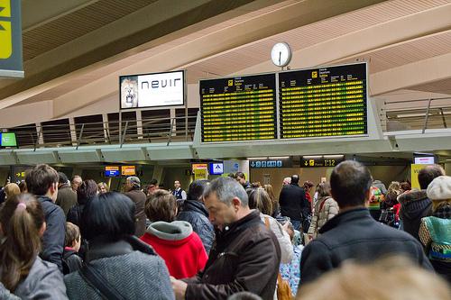 Frustrated travellers in Bilbao airport on December 4. Photo: agirregabiria.