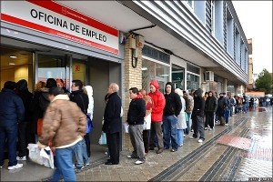 parados 300x200 With almost five million out of work, Spain's unemployment crisis rages on