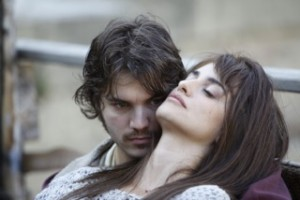 Emile Hirsch and Penélope Cruz in 'Venuto al mondo'.