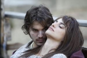 Emile Hirsch and Penélope Cruz in 'Venuto al mondo'.